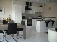 кухня бяло черно